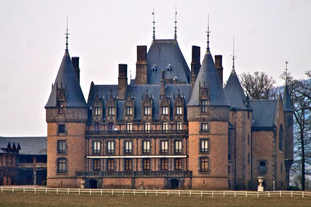 Château de Contenson, château privé à Saint-Just en Chevalet, photo Tony Bowden