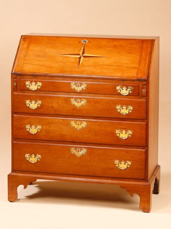 SMALL CHIPPENDALE DESK WITH AN INLAID MARINER'S STAR ON ITS LID