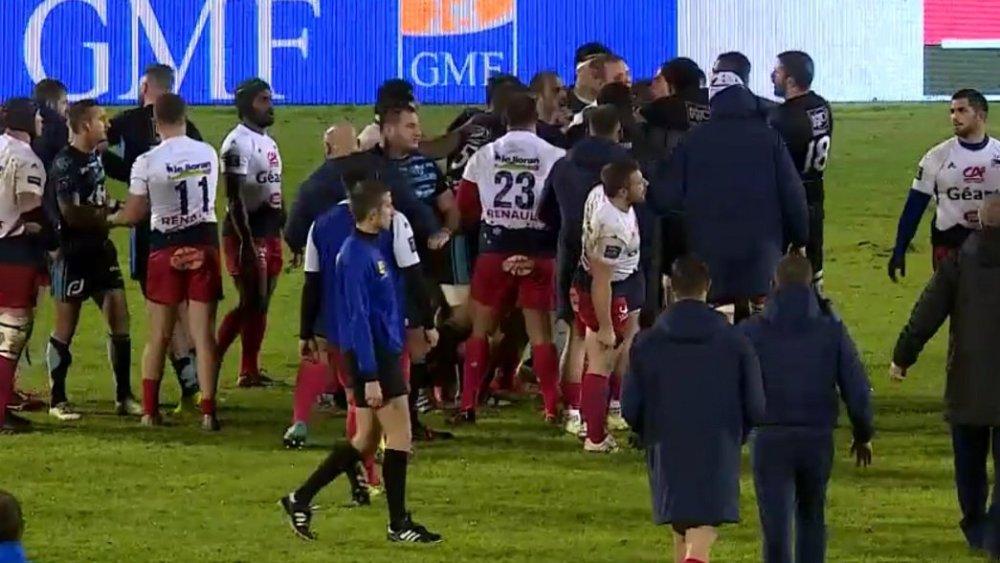 vidéo buzz bagarre générale entre massy et aurillac rugby insolite pro d2 france xv de départ 15