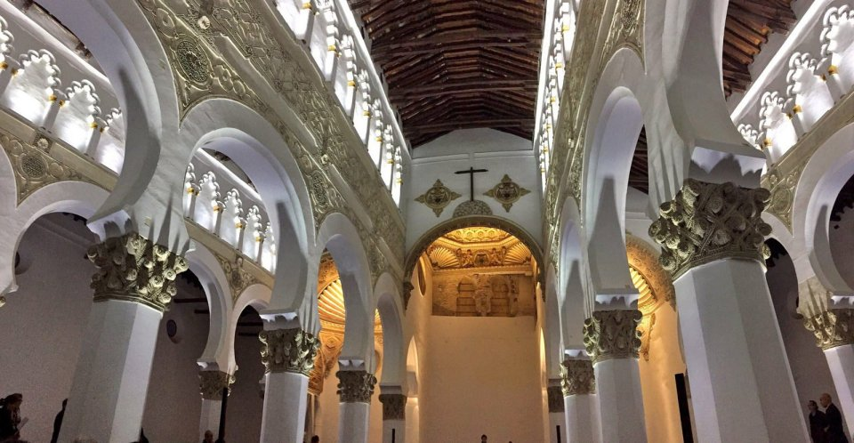 """Sinagoga """"Santa María la Blanca"""" - Leyendas de Toledo"""