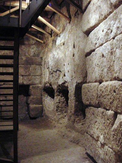 Cueva de Hércules antes de la última restauración realizada por el Consorcio.