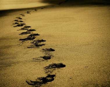 Marcher pour se vider la tête sur le sable
