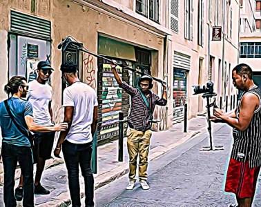 Loin du tumulte des grosses productions qui ont jeté leur dévolu sur la cité Phocéenne, le cinéaste indépendant Nawyr Haoussi Jones raconte son Marseille à lui. Ce réalisateur de 32 ans décrit dans ses films les difficultés de son quartier, et porte haut la voix de ceux qu'on n'entend peu.