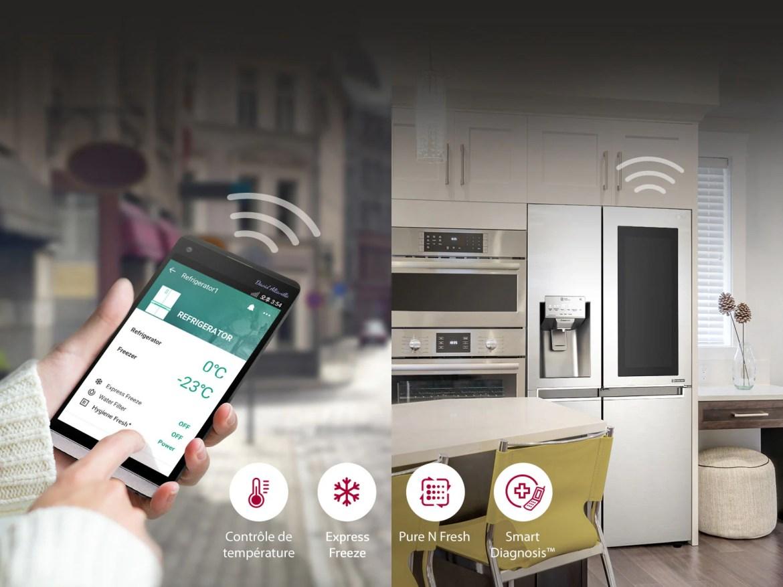 Un smartphone permet de contôler les fonctionnalités du réfrigérateur