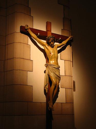 Jesus hängt am Kreuz - Kreuzigung