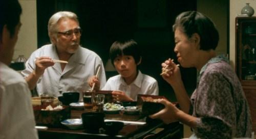 Entre la fabuleuse interprétations des grands parents , le jeune Shoheil Tanaka tire bien son épingle du jeu