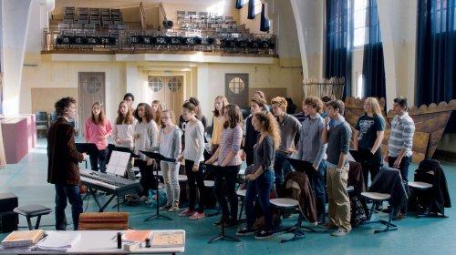 La fameuse chorale qui pour l'année doit se coltiner Sardou...