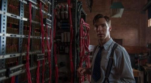 Turing devant sa drôle de machine, l'arrière grand-père d'Internet