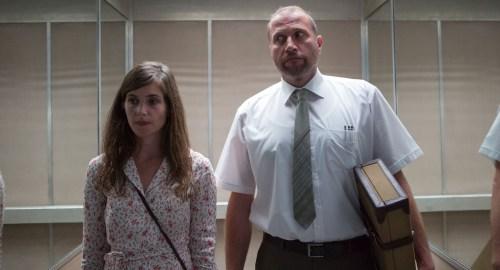 Laura Verlinden, l'un des apôtres recrutés va convertir l'assassin pour qu'il devienne quelqu'un de bien
