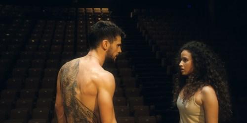 Dounia découvre au hasard de son trafic l'art de la danse, la beauté d'un corps