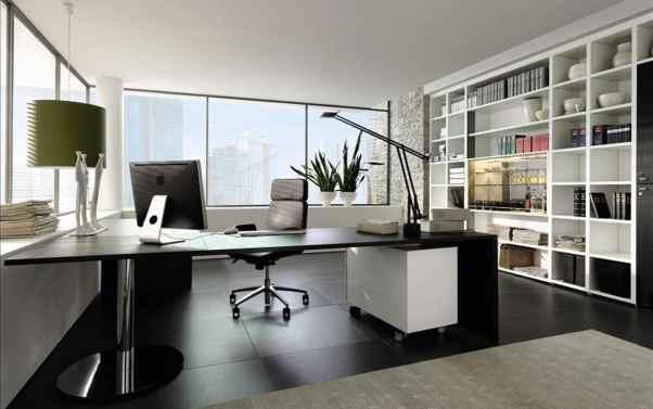 Bureau design et aéré