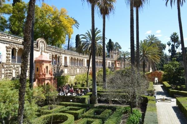 Les jardins de L'alcazar Séville tout près de la Cathédrale de Séville