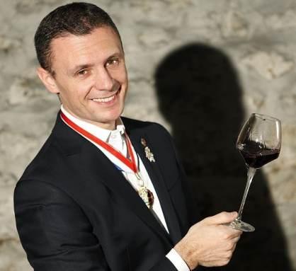 Manuel Peyrondet, Meilleur Sommelier 2008 et Meilleur Ouvrier de France 2011, fait bénéficier aux membres de son club de ses entrées et laissez-passer dans les plus grandes caves de France et d'Europe.