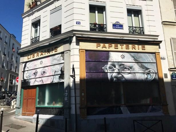 Devantures pas tout à fait ouvertes. On y découvre Germaine Tillion et Geneviève Anthonioz.