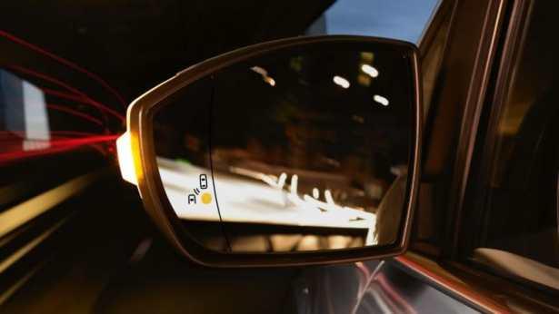 Le système de surveillance des angles morts (BLIS) vous permet de changer de voie en toute sécurité.