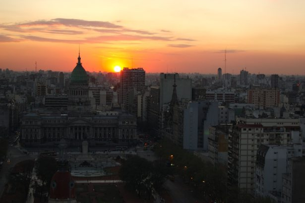 1-BuenosAires CoverLicenceCCflickrBeatriceMurch
