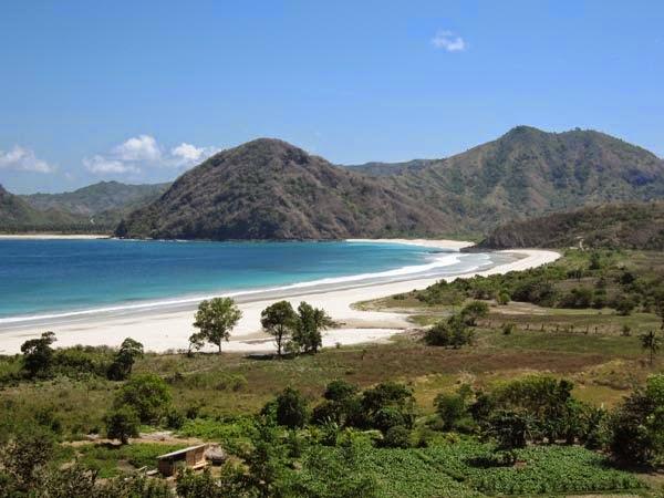 Pesisir Pantai Selong Belanak yang menawan - crédit photo dilombok.com