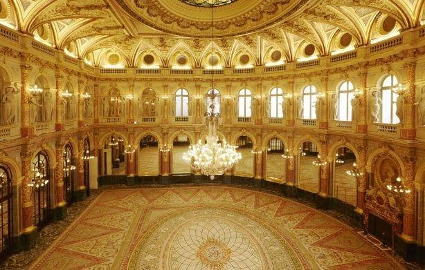 600 personnes peuvent être accueillies dans le salon Opéra de l'Intercontinental.