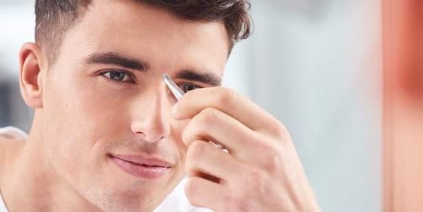 Homme qui s'épile les sourcils : comment fait-il ?