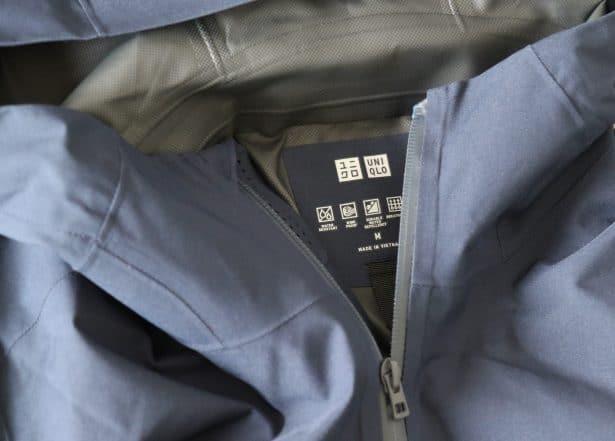 100 % polyester stretch, déperlant, imperméable, coupe-vent et laissant s'échapper l'humidité.