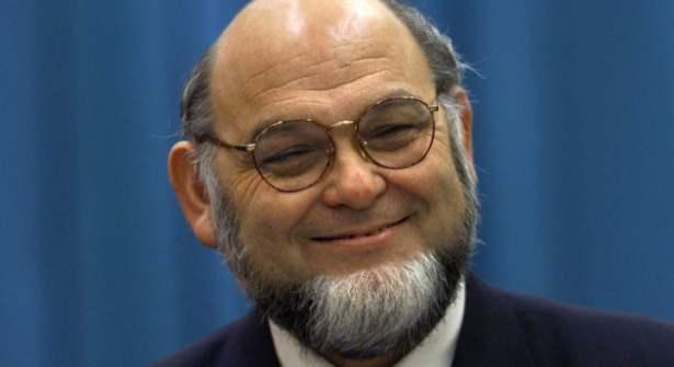 Robert Hue, l'égérie de la barbe sans moustache en France