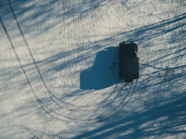 equiper-auto-hiver-pneus-neige