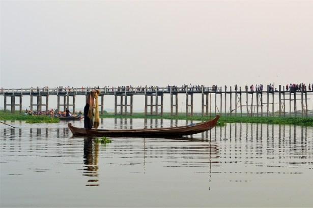 Pont de U Bein et les pêcheurs qui font des démonstrations