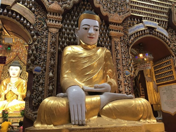 L'un des Bouddhas de la pagode Thanboddhay