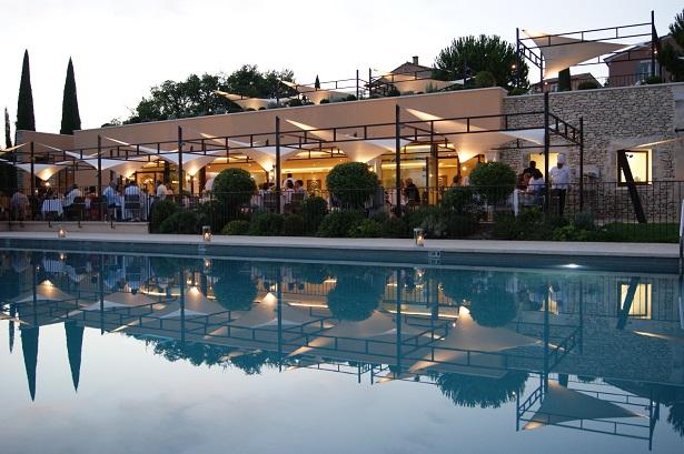 coquillade-village-hotel-spa-piscine-615x409
