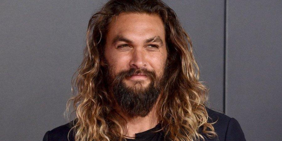 Les cheveux longs de Jason Momoa