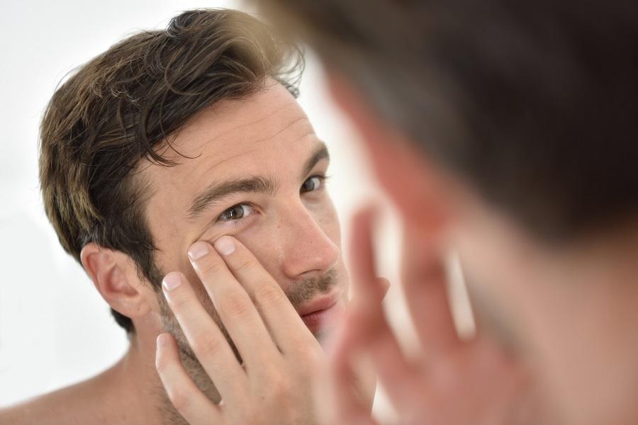 Conseils et astuces pour lutter contre les cernes masculines