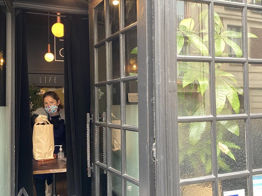 Chez Tomy and Co collecte de la commande de plats étoilés à emporter !