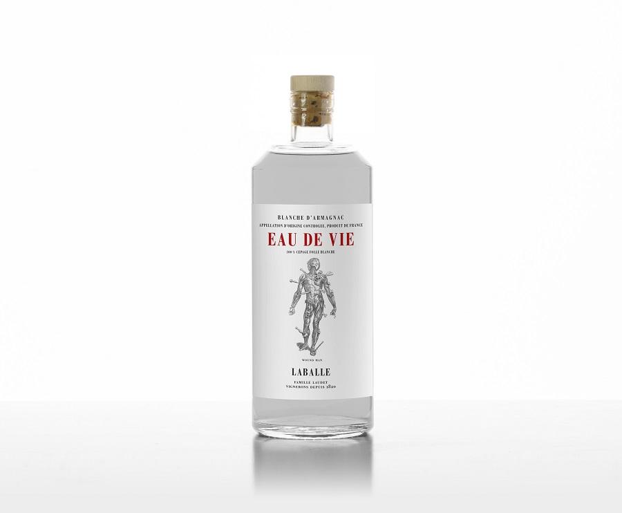 Eau-de-vie, une Blanche d'Armagnac 100% Folle Blanche (43%), rappelle les origines de l'Armagnac en France, tel un remède contre l'oubli d'une appellation. Un retour à la source !