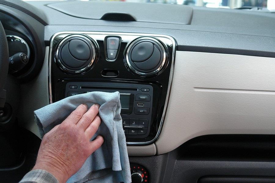 Intérieur d'une voiture d'occasion Okazium