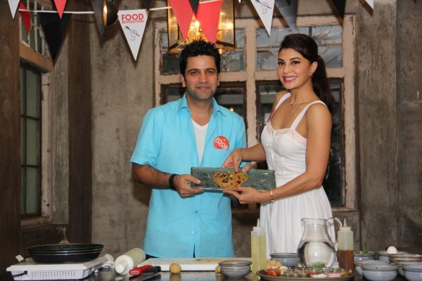 Champions of Food Revolution Day - Jacqueline Fernandez and Chef Kunal Kapur pose for shutterbugs 2