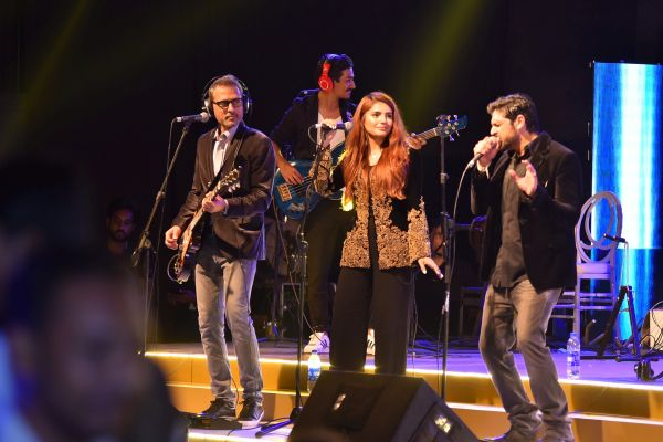 Strings and Momina Mustehsan performing live at the launch of Emerging Pakistan