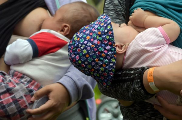 COLOMBIA WOMEN BREASTFEEDING