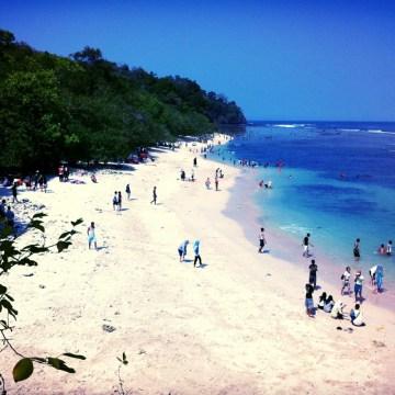 Pasir Putih Pangandaran: The beach where the sand looks almost as white as the clouds