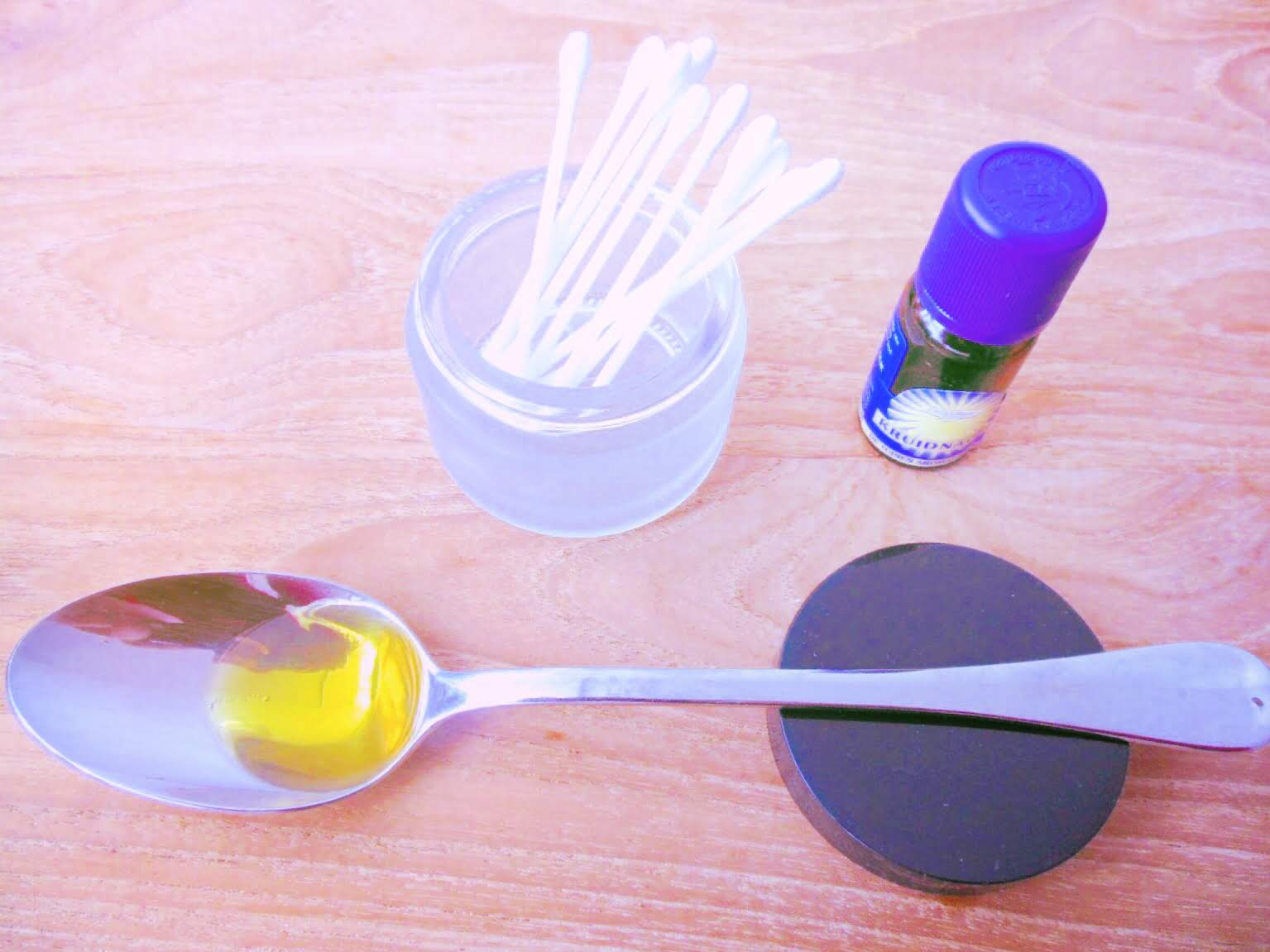 How to dilute clove oil with olive oil and use it to temporarily relieve your toothache
