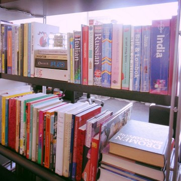 The 5 categories to organize physical books and declutter your bookshelf