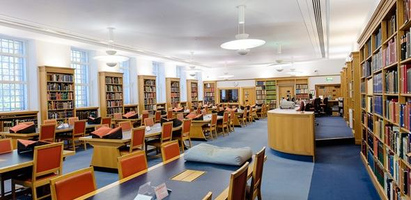 cara hidup hemat mahasiswa - manfaatkan perpustakaan