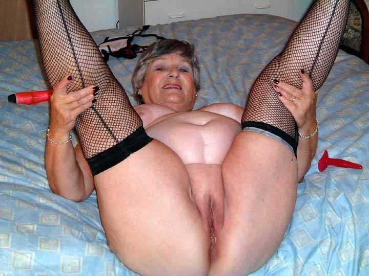 Granny Shows Pussy 80