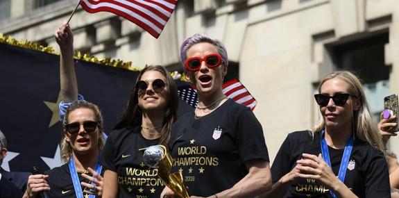 L'équité des salaires revendiquée par les footballeuses américaines au tribunal
