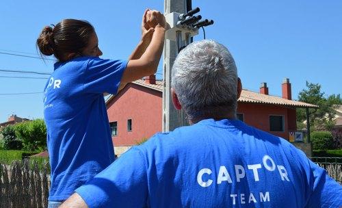 The CAPTOR team installs nodes in volunteers' homes