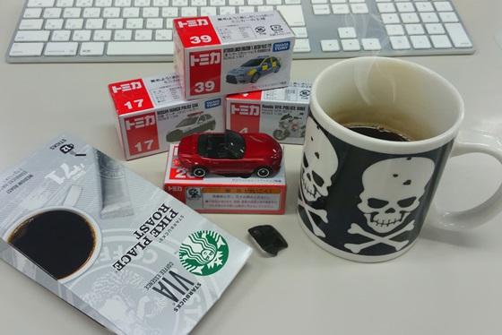 トミカとスタバのコーヒー!