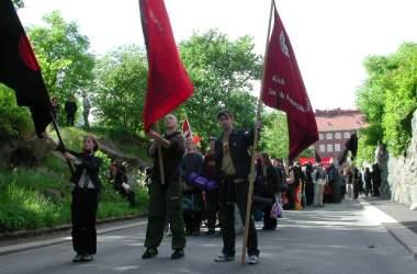 Syndikalister fra Gavle gjør seg klar for protestmars i Goteborg i 2001. Foto: Mikael Altemark CC.BY.