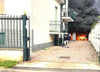 incendio-auto-villa-cortese