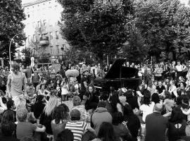 Sunet de libertate! Pianistul Davide Martello va cânta, sâmbătă, printre protestatarii din Piața Victoriei