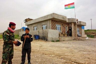 Guerriglieri Peshmerga davanti l'entrata della base militare di Hiza Agre Fire Force 80