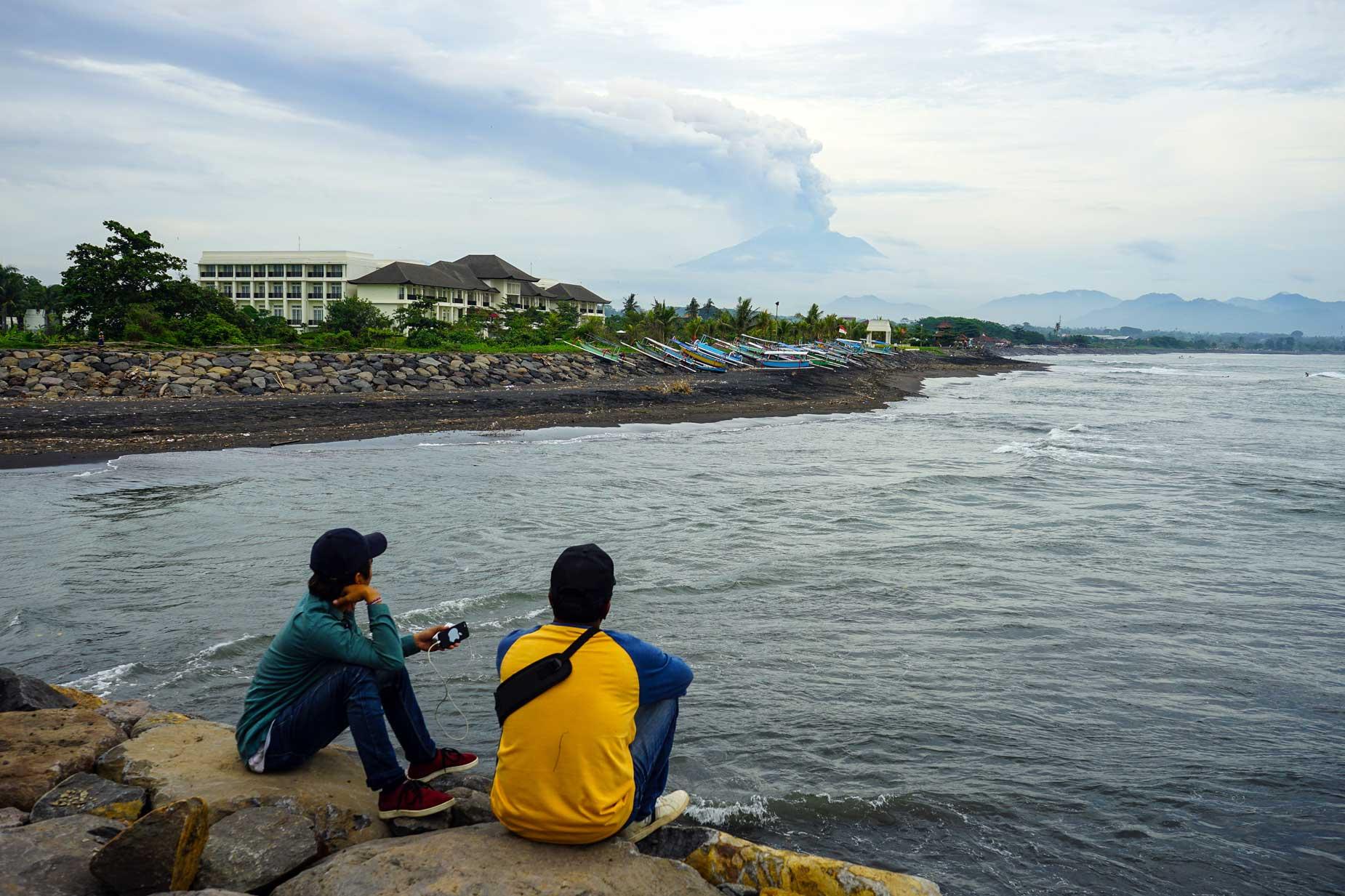 Aeroporto Bali : Bali vulcano agung cambia direzione vento e riapre aeroporto